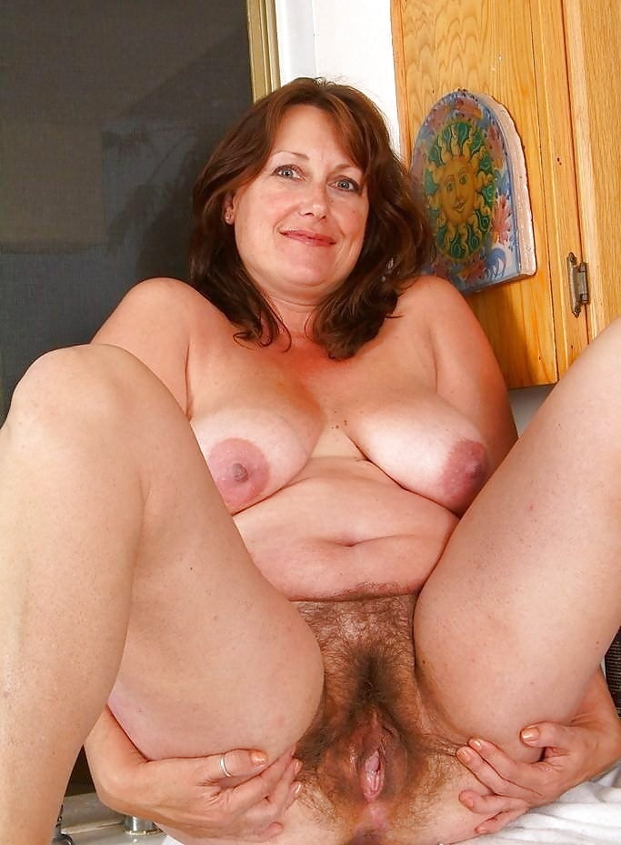 Thick and hairy women-6209