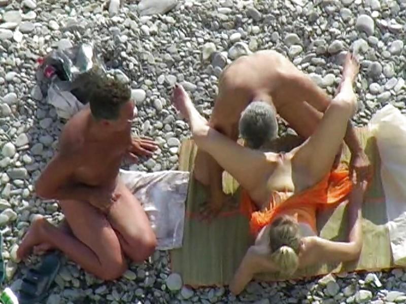 seks-na-dikom-plyazhe-divnomorska-foto-video