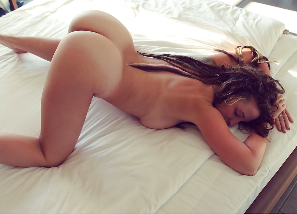 sexy-girls-bending-down-naked