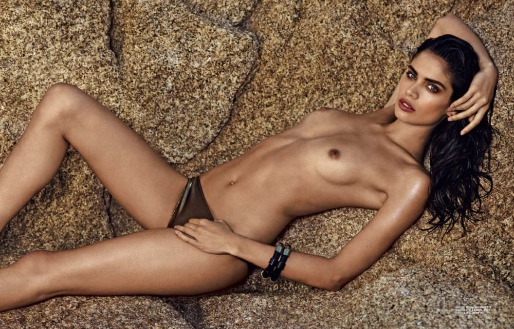 kingfisher-models-nude-closeup-pee-video