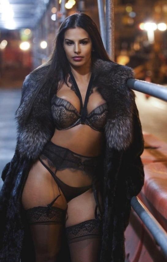 Beautiful women in lingerie- 107 Pics