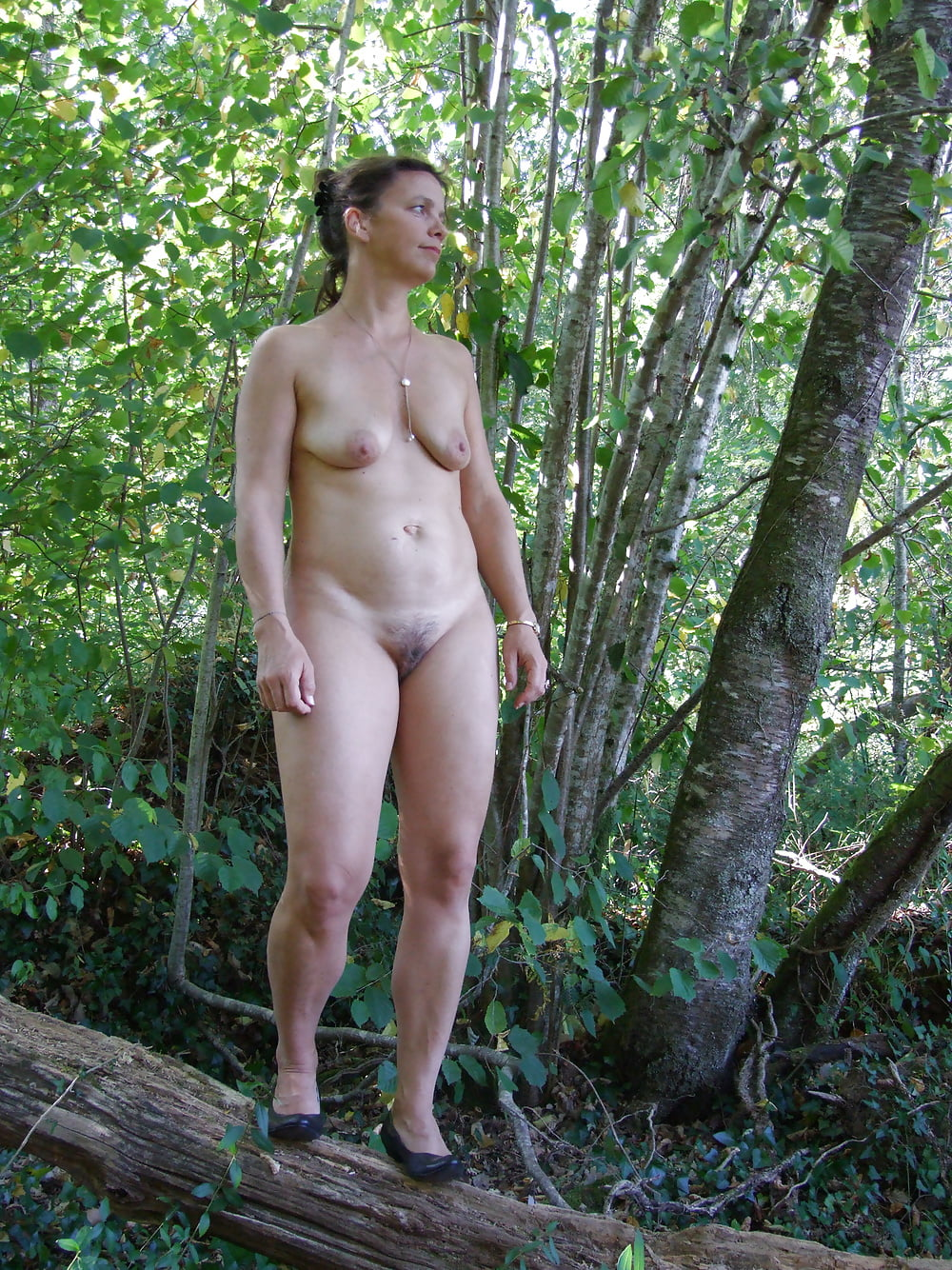 nude-women-outside-pics