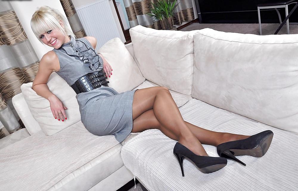 XXX Amateur Woman shows Pantyhosefeet 15