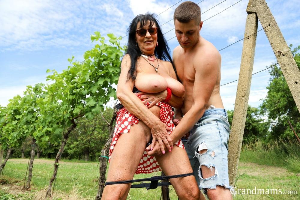 GrandMams like it in the backyard - 15 Pics