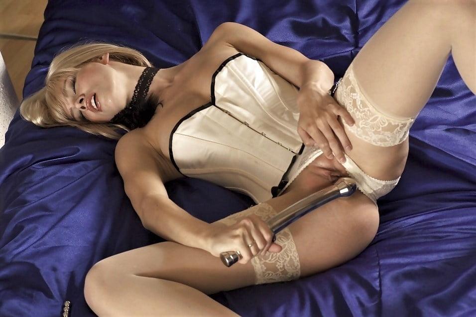 Чулки пояс и масло в порно