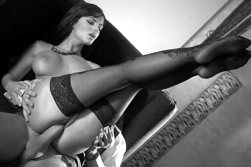 Видео порно с брюнетками в чулках, фото разорванные женские дырки