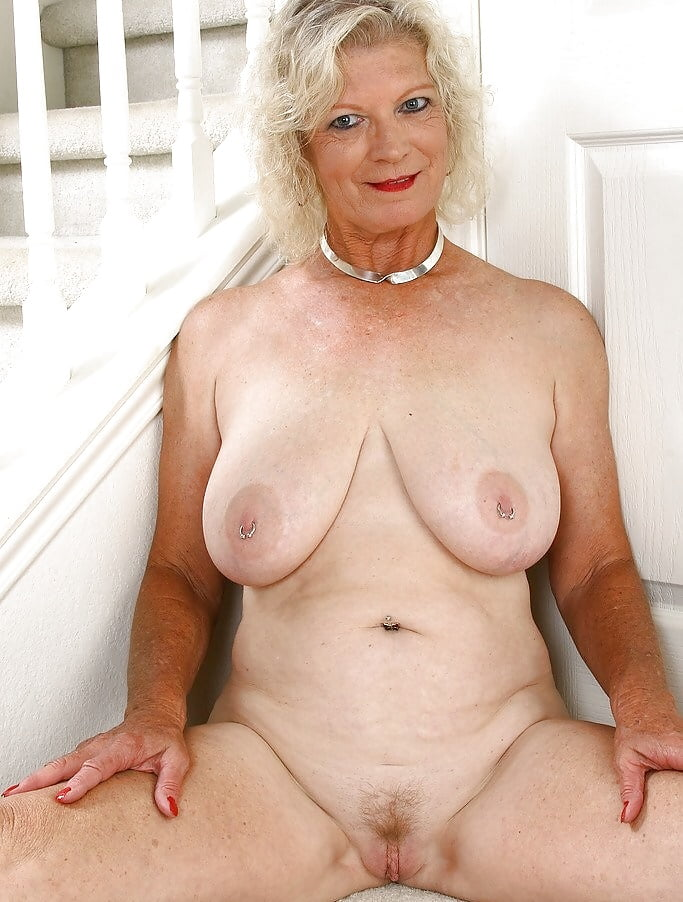 granny-nude-gagger-upskrits-girls