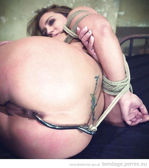 Наказание крюком в анал девушек