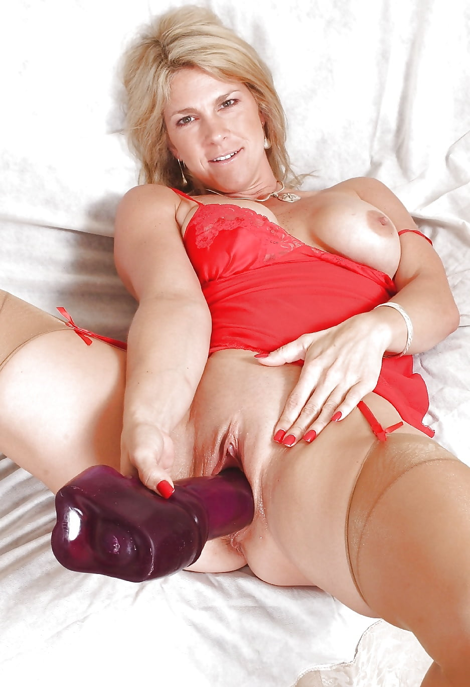 hot-moms-naked-and-dildos