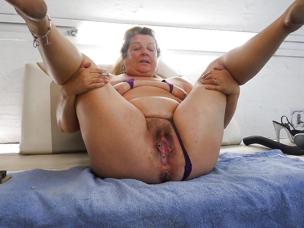 Drun dripping granny snatch