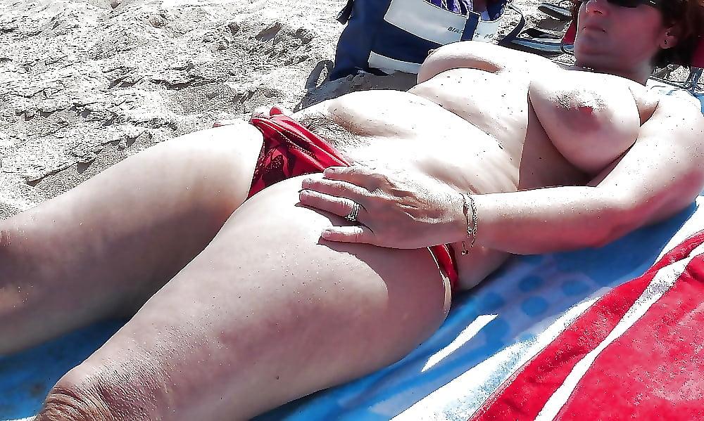 Free xxx fat girls beach