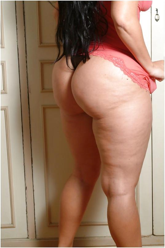 жирные ляжки телок тому