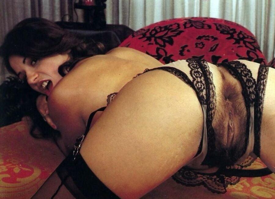Большие задницы у зрелых женщин в ретро фильмах