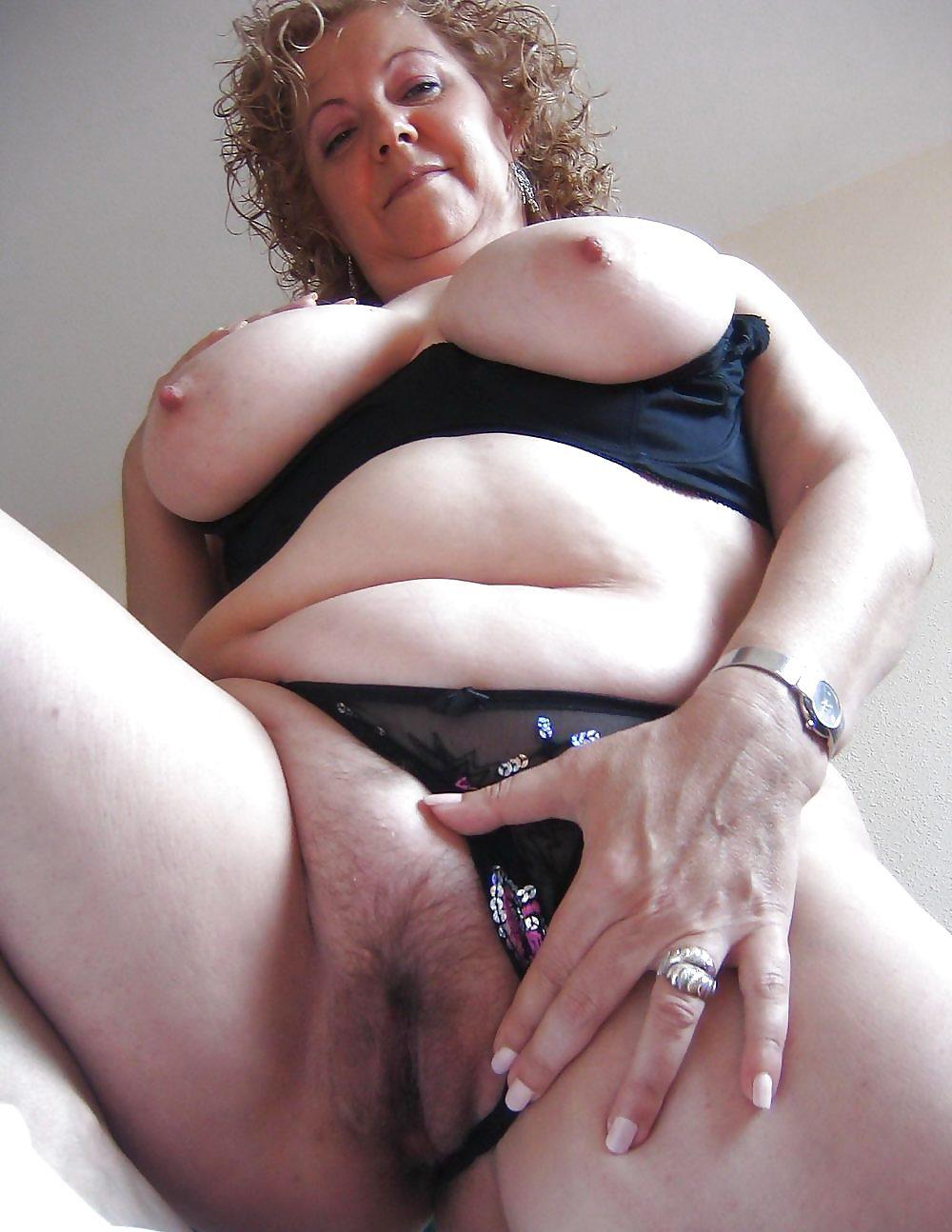 Домашние толстые тетки и их огромный клитор