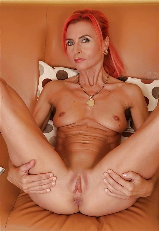 Naked mature women masterbating