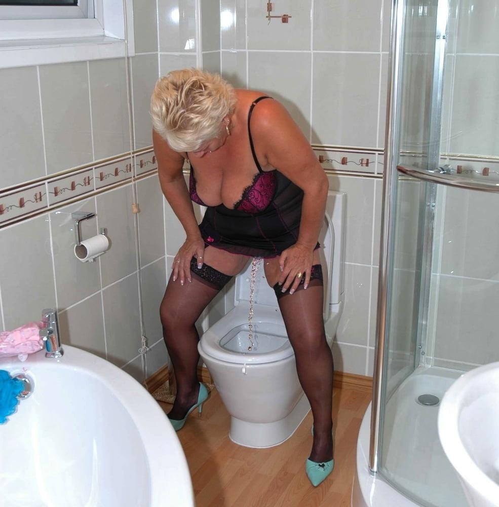 Матюрки в туалете фото, секс с красивой китайской в чулках