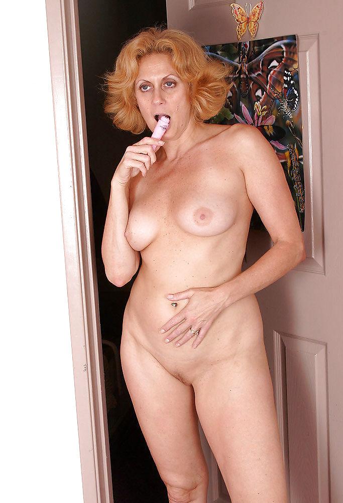 dana-devine-naked