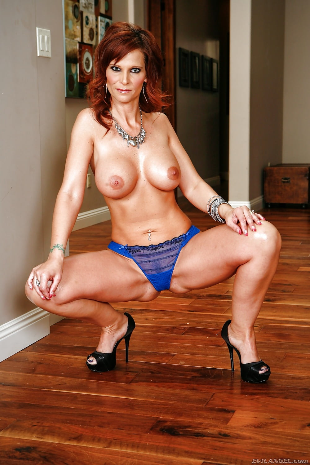 syren-naked-pictures-chains-girl-sex