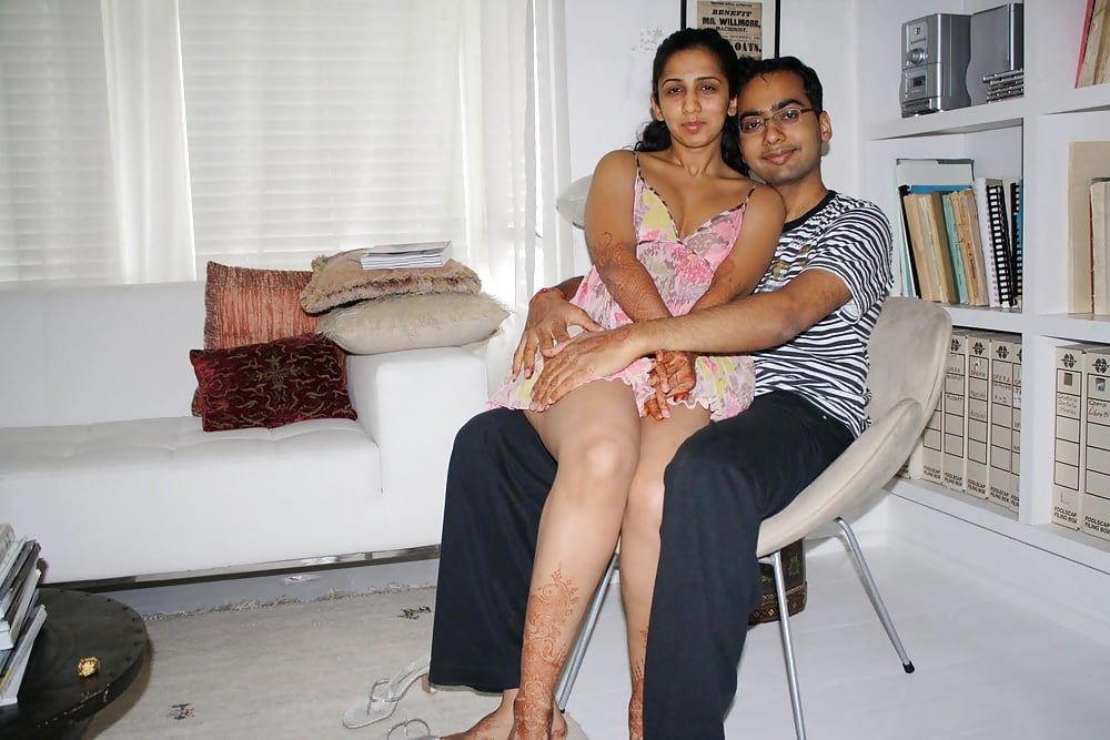 young-indian-couples-having-sex-amatuer-wife-gives-oral-gangbang