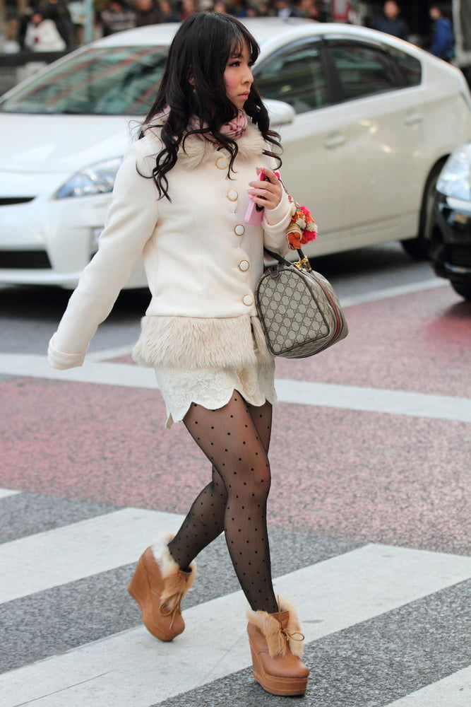 Street Pantyhose - Real Life Asian Cunts in Tights - 40 Pics