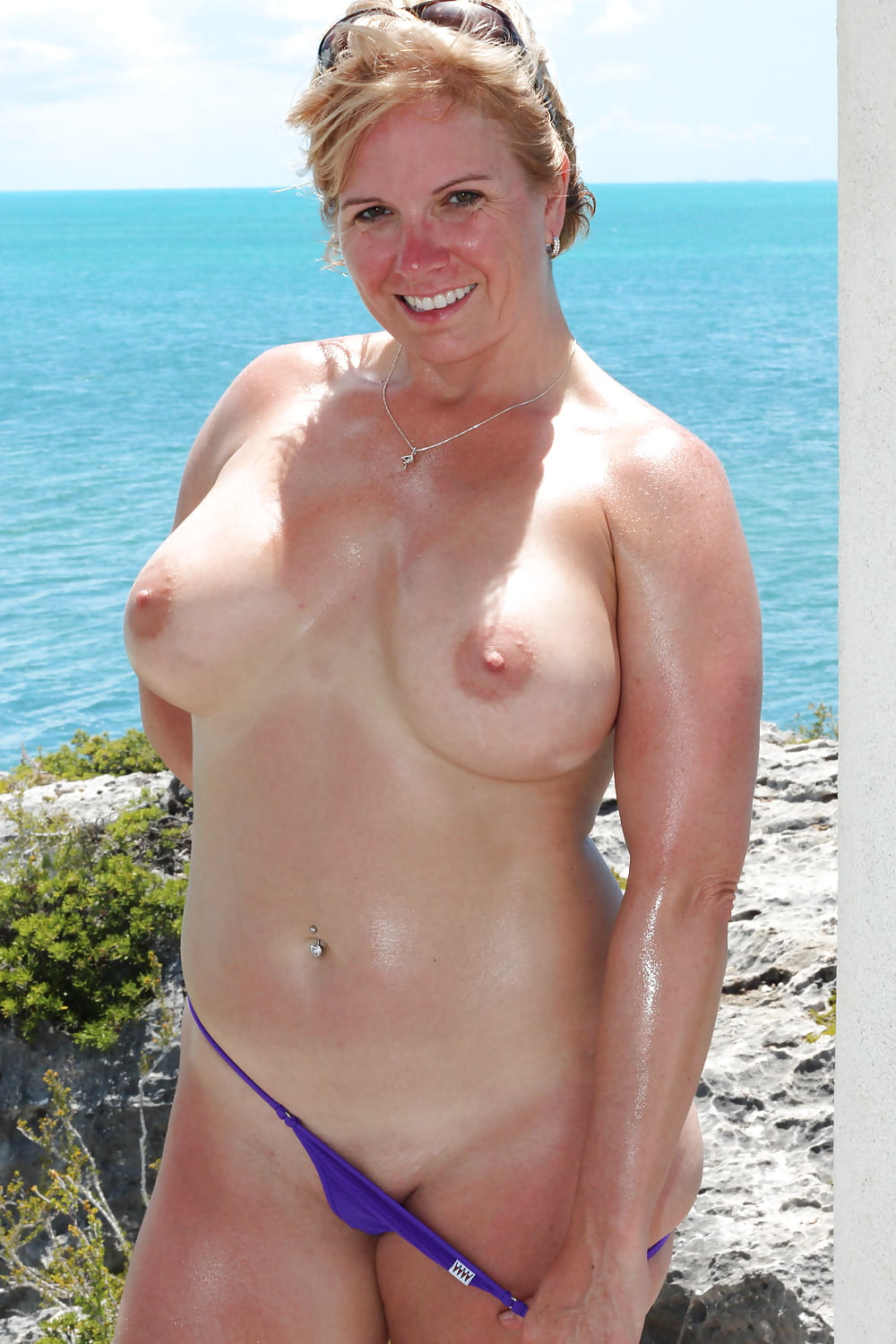topless-soccer-mom-fishy-smell-after-unprotected-sex