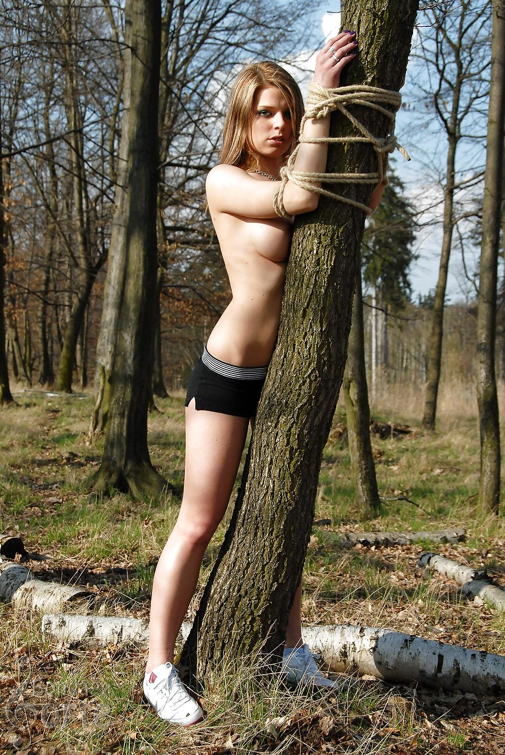 ещё секс с веревками на природе после