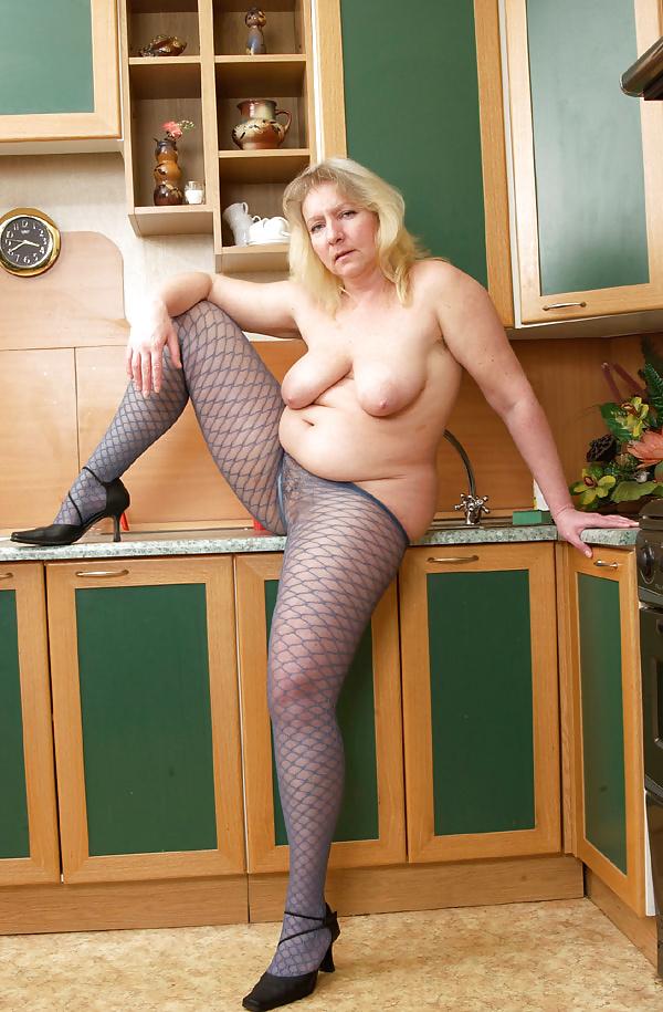Mature tits mom-3804