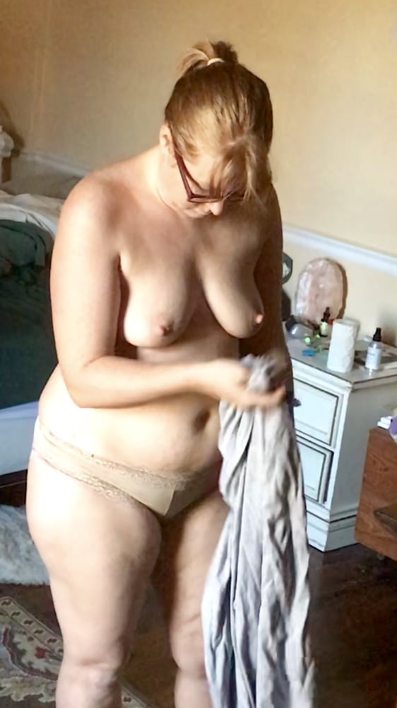 Hidden naked wife, beatiful naked woman