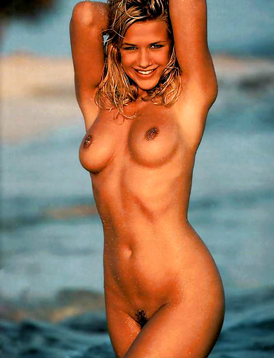playboy-nude-celebrity-wide-hips-lady-nude-in-bikini