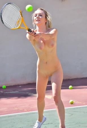 Hfemale Tennisspieler in nude