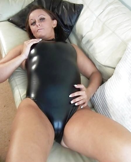 Exclusive Milf In Black Wetlook Swimsuit - 21 Fotos -9954