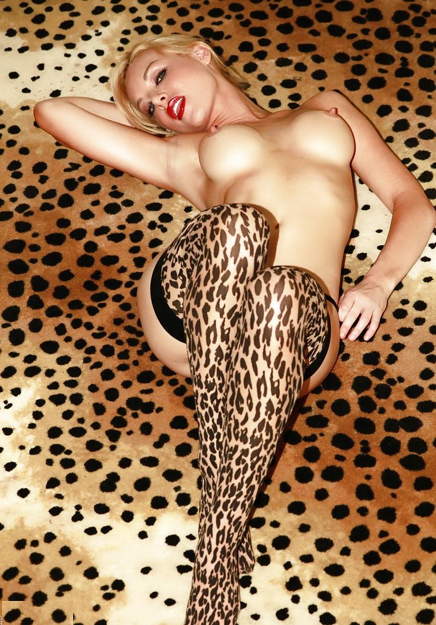 rastyanutie-zadnitsi-porno-molodie-telki-v-leopardovom-hotyat-seksa