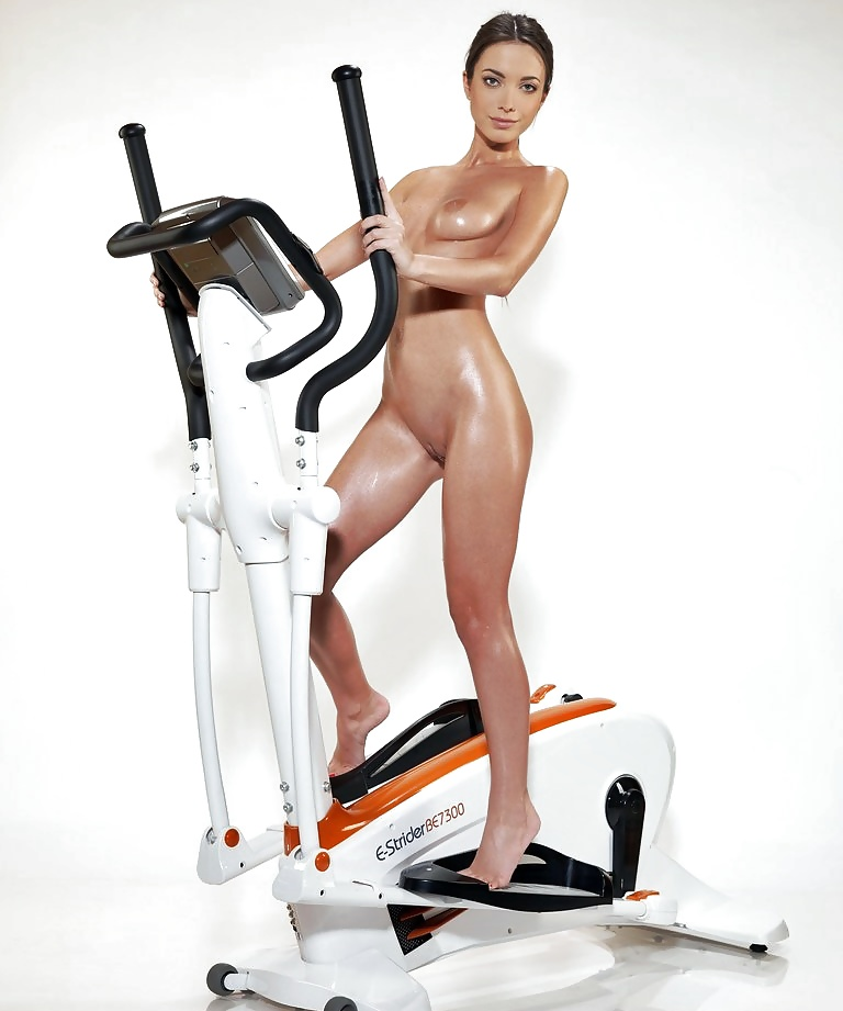 naked-girls-on-treadmills