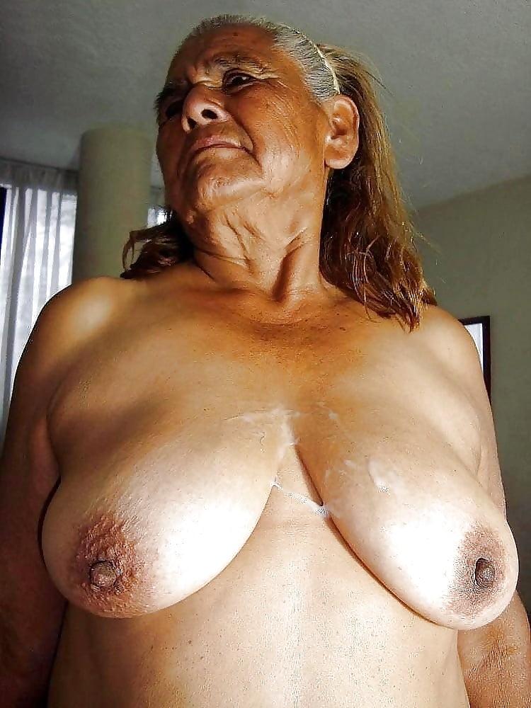 меня течет из этой груди у старой женщины сколько хочешь