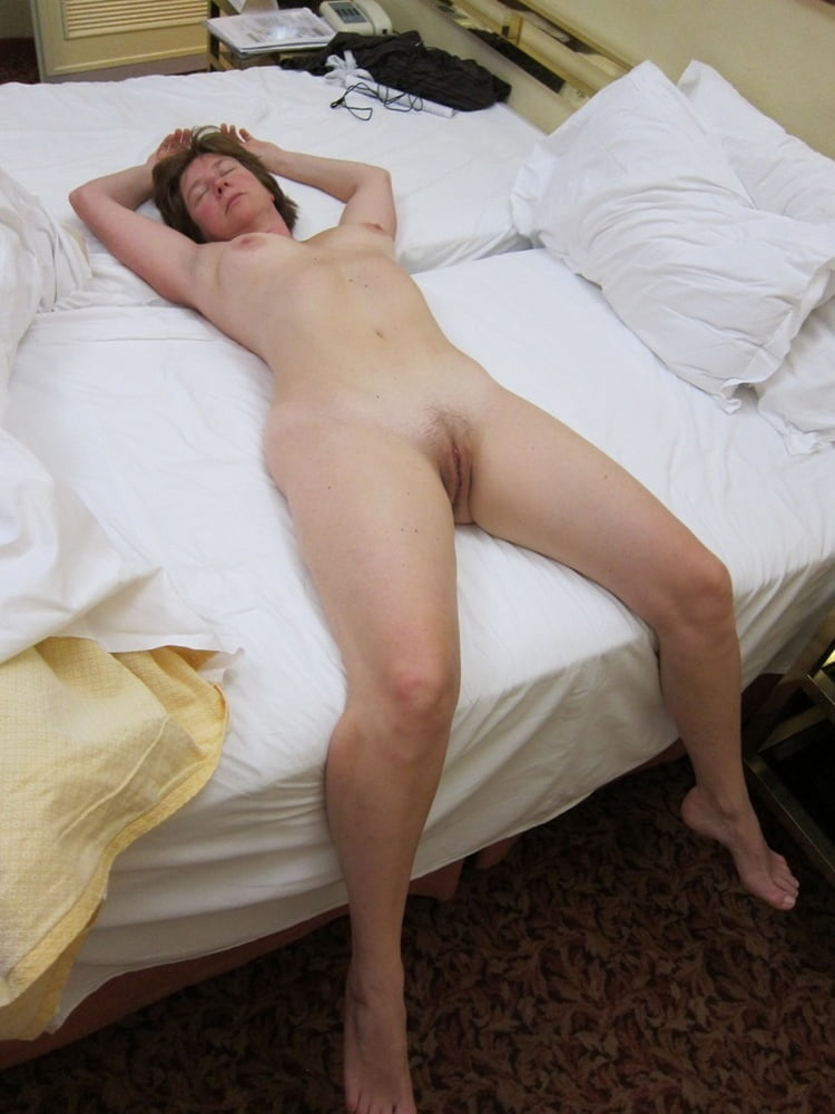 nude-wife-laying-out-latino-gay-male-network