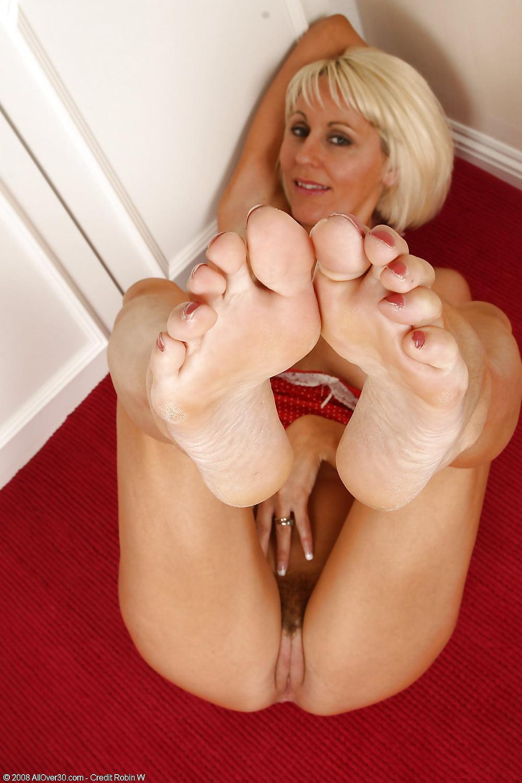 Красивые фетиш зрелые ножками сантехниками фильм жена