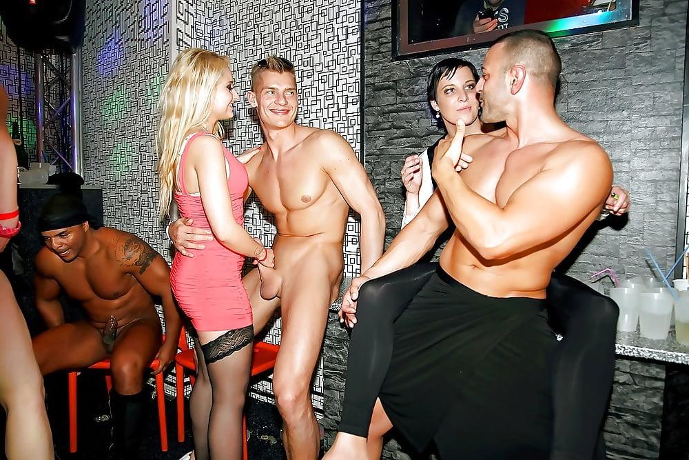 Voyeur amateurs cockriding stripper