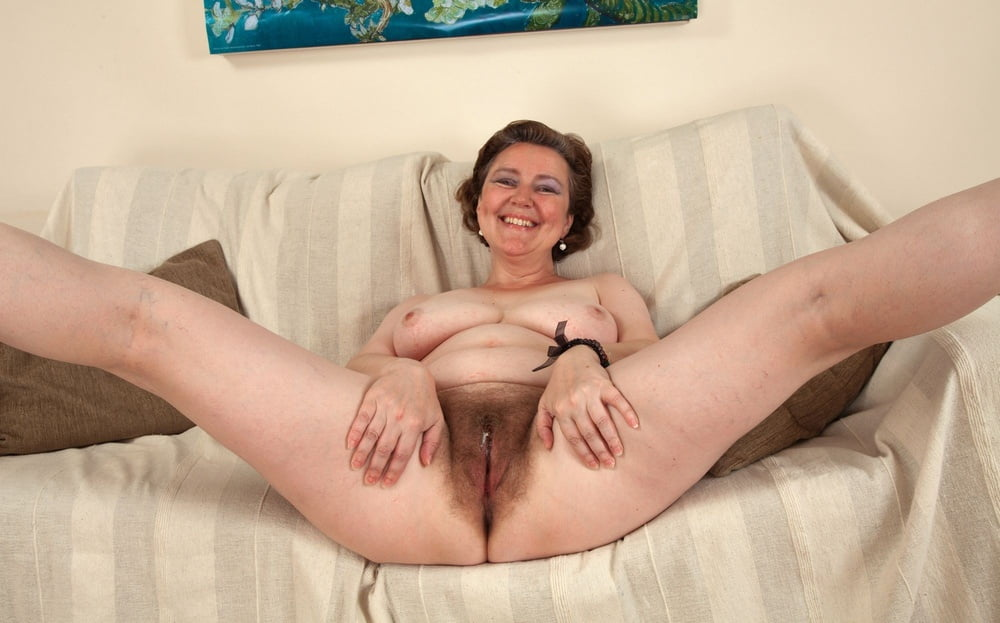 Mature hairy solo pussytures — photo 14