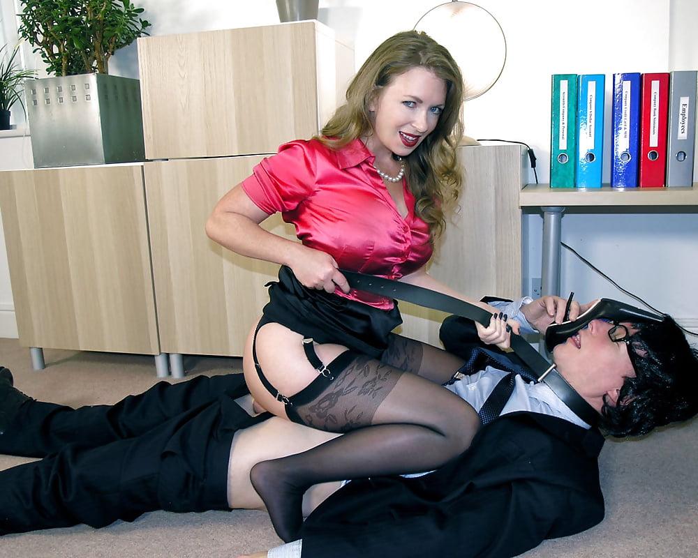 Порно в офисе доминирование