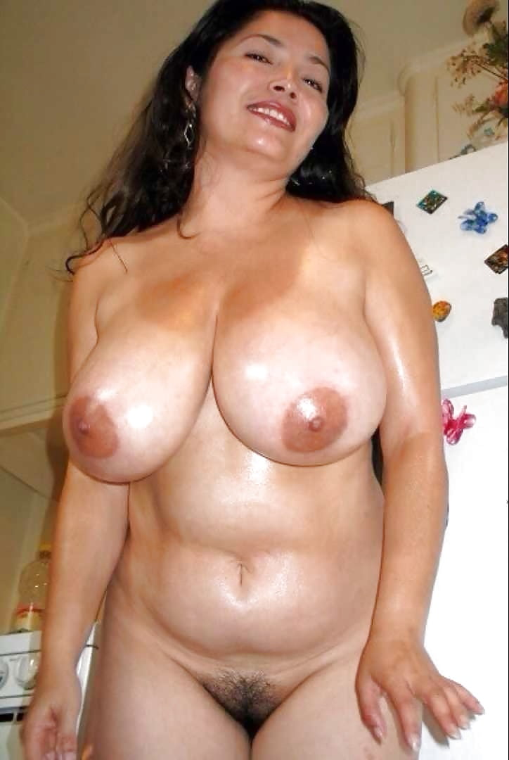 Mature latina seductress loves showing off her big natural boobs