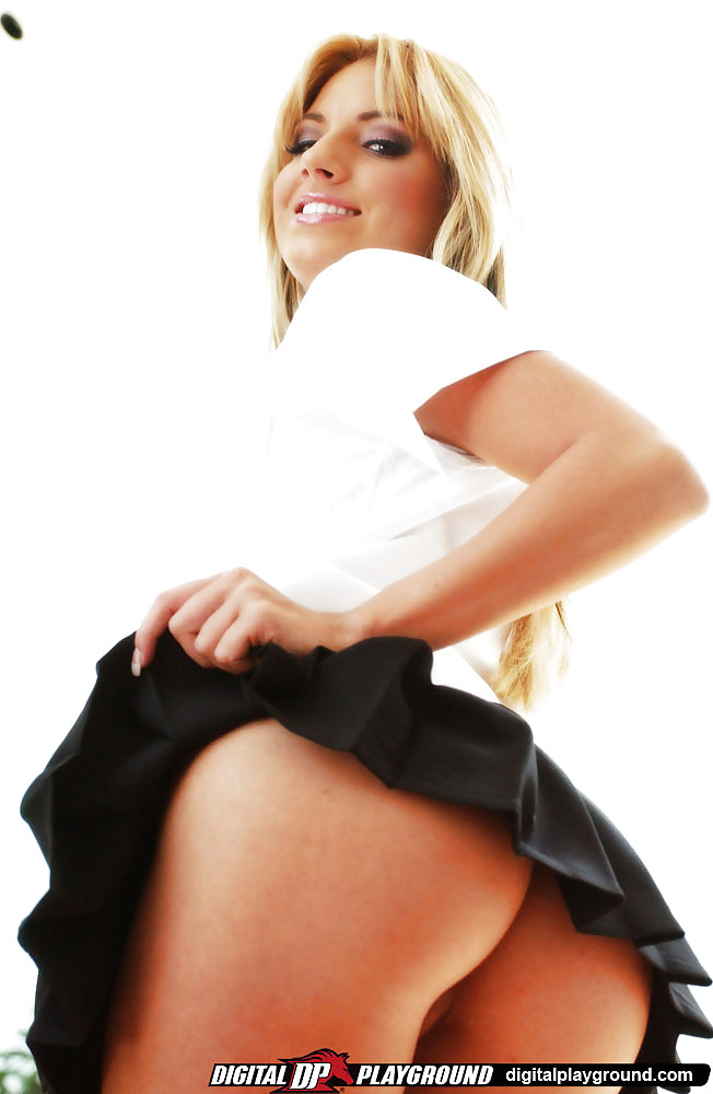 teagan-presley-plaid-mini-skirt