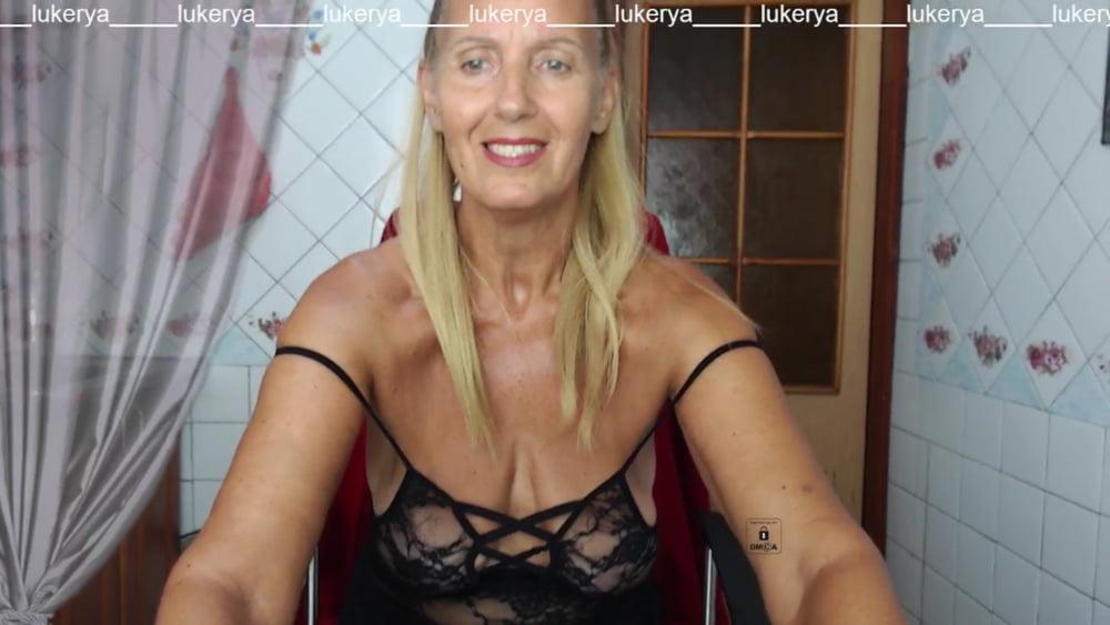 Lukerya in the kitchen in black lace - 129 Pics