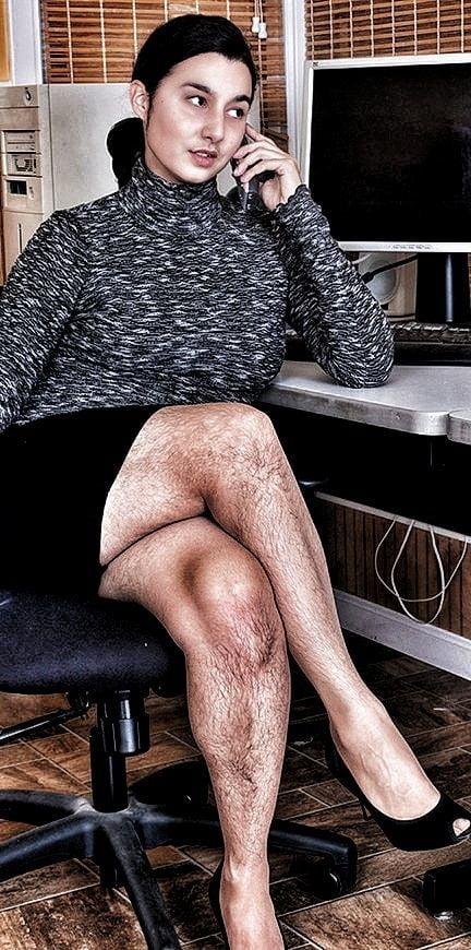 няша стройным, брюнетки с волосатыми ногами стесняясь