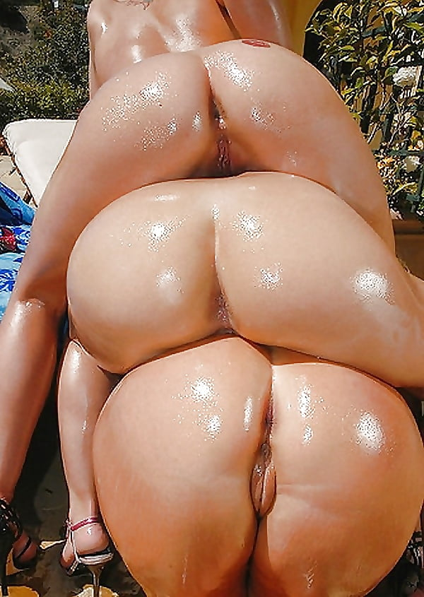 Thick Ass White Girl Oiled Up
