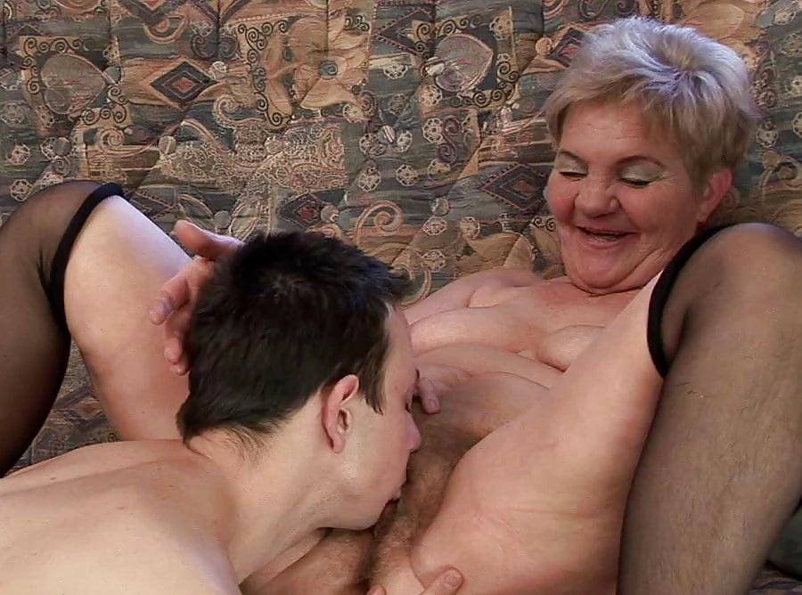 Короткий лизать у старой женщине бабу