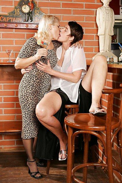 Lesbian seduces older women-9496