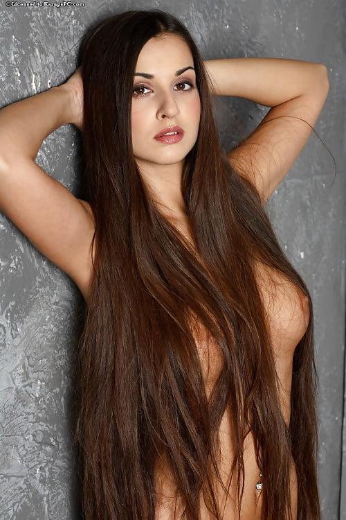 эро девушки с длинными волосами