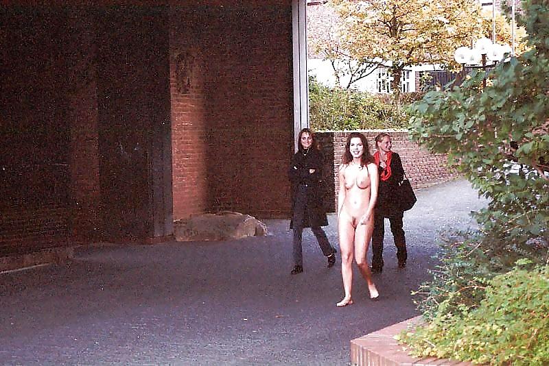 Раздели на публике в конкурсе, джорджия джонс бисексуалы