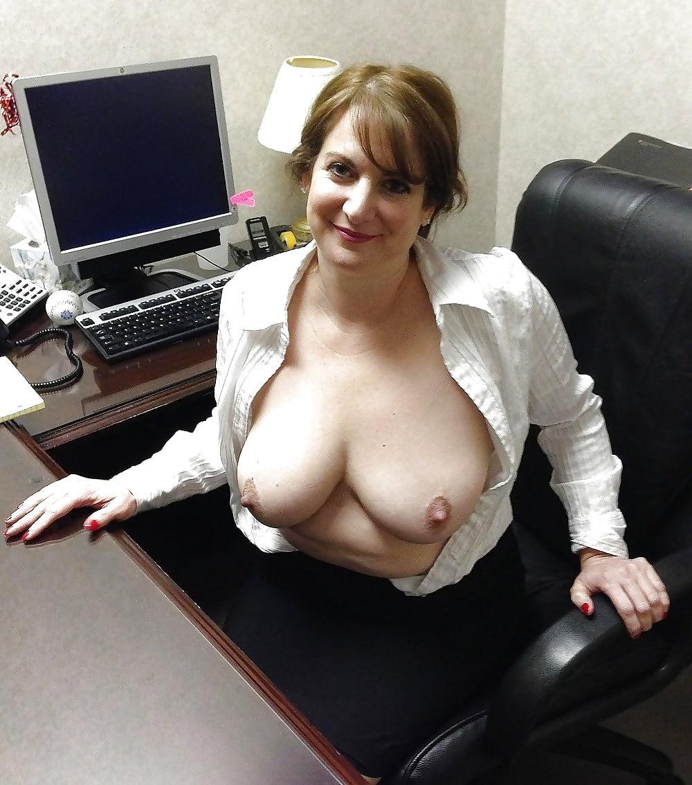 русские фото голые женщины на работе - 3