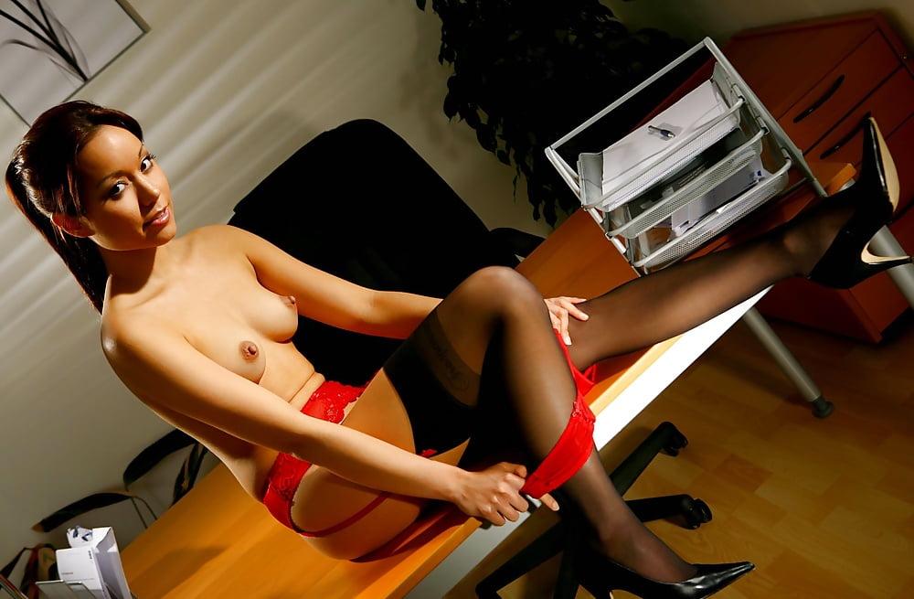 секретарша без брюк эротика кругом
